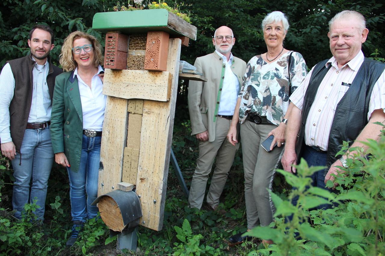 2020/07 Pressemeldung zur offiziellen Übergabe eines Insektenhotels